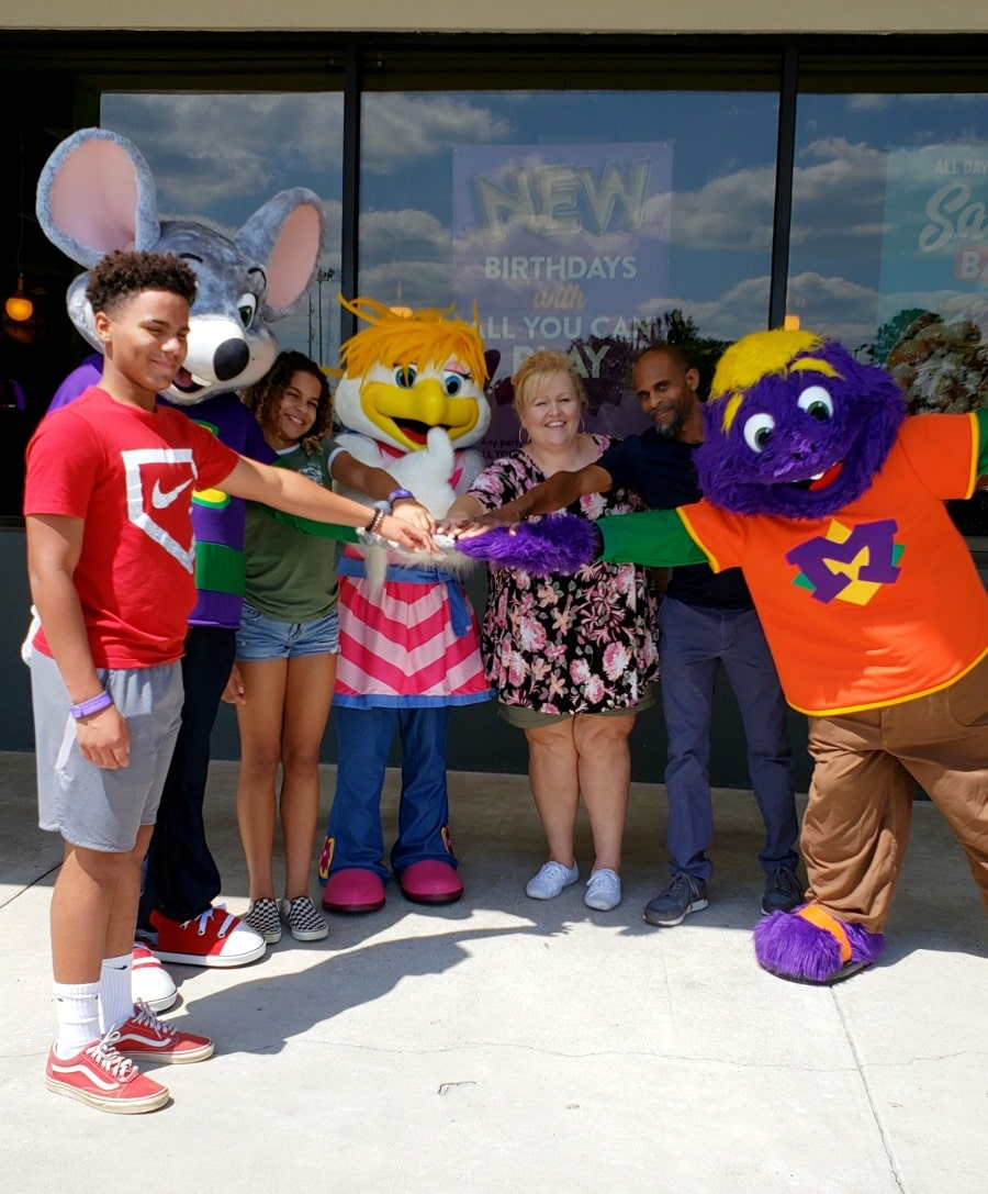 Even Your Big Kids Will Have Fun and Love The Fresh Food At Chuck E. Cheese